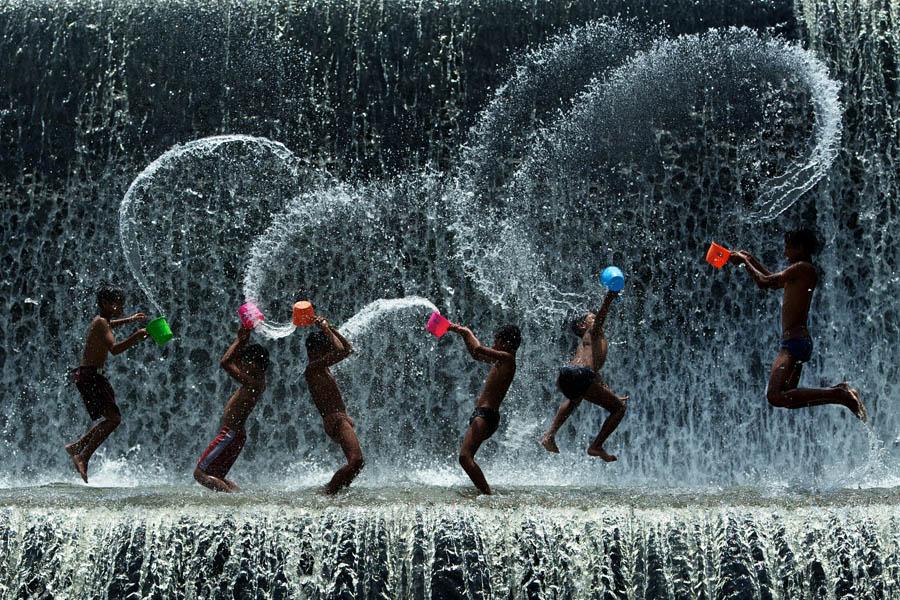 Splashing Fun Time