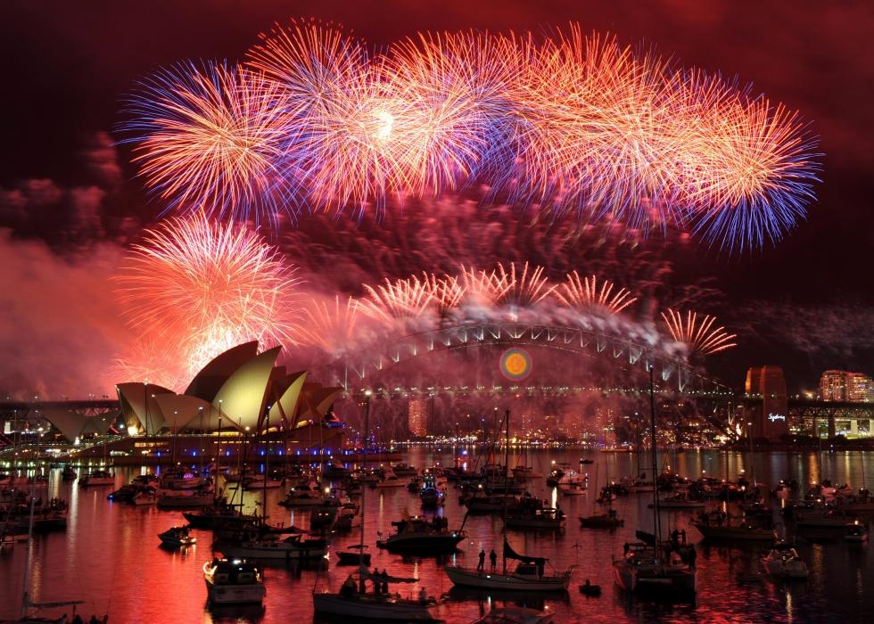 australia_new_years_eve_fireworks_xsyd123_26047579